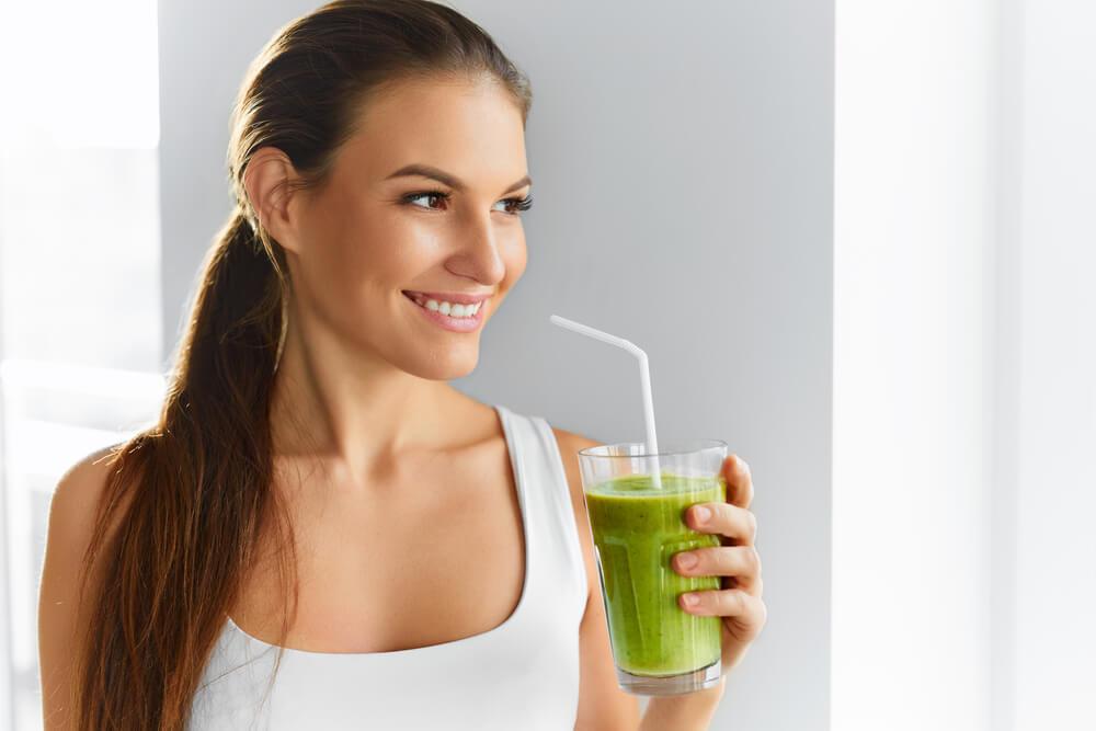 Quer saber como manter uma qualidade de vida e pele saudável por meio do suco detox? Leia nosso post de hoje e tire suas dúvidas!