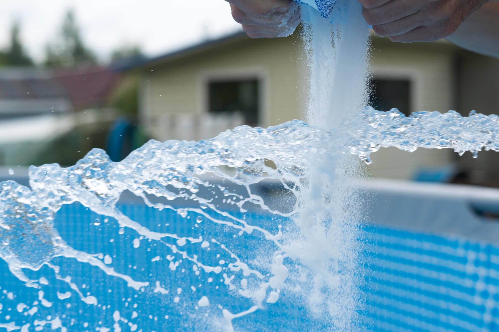 Cloro da piscina quais os riscos do contato em excesso extrato farm cia de manipula o - Irritazione da cloro piscina ...
