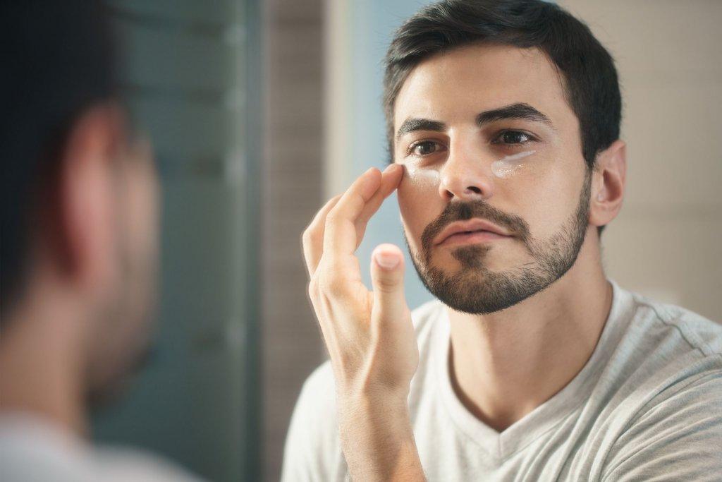 Sabia que lavar o rosto com água fria e comer morangos pode ser eficiente no tratamento de olheiras? Acesse este post e confira as informações que preparamos para você!
